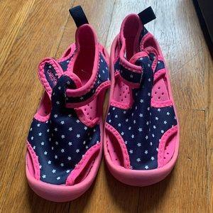 Little girls OshKosh water shoes size 7